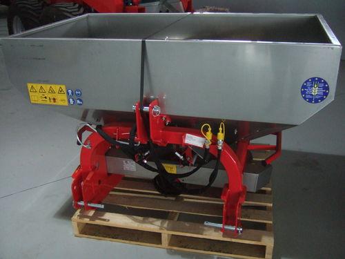Agrex SDA 800 compact fertiliser spreader
