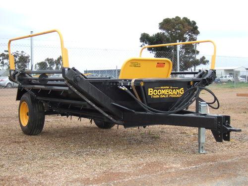 Boomerang bale feedout wagon