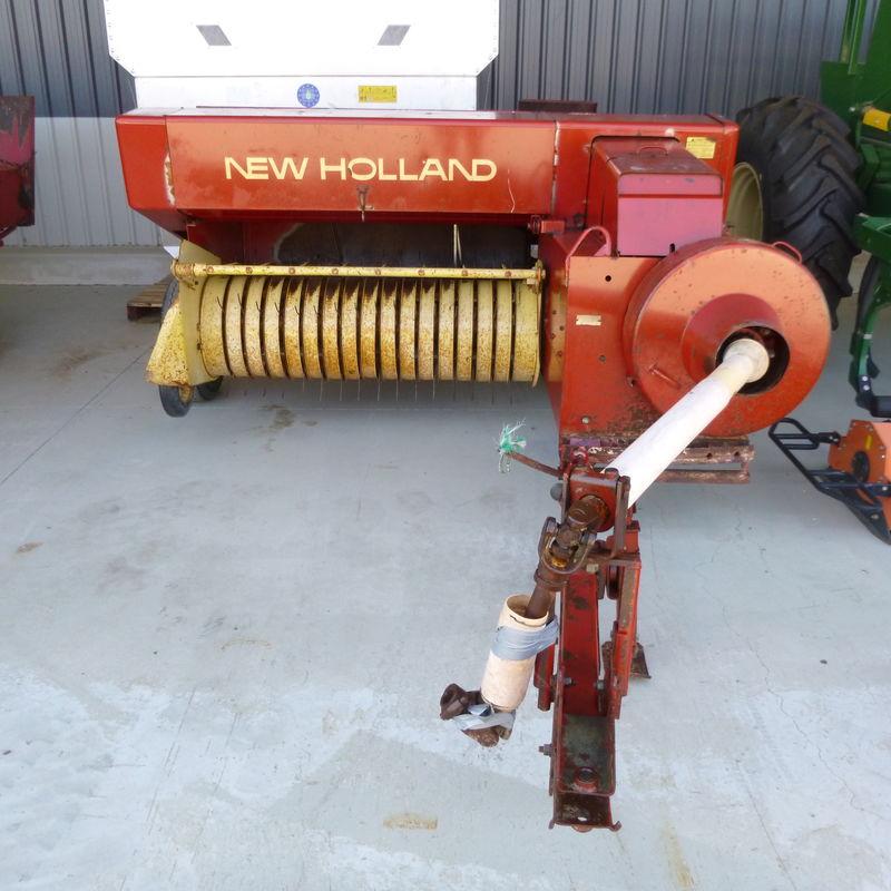 New Holland 317 Baler