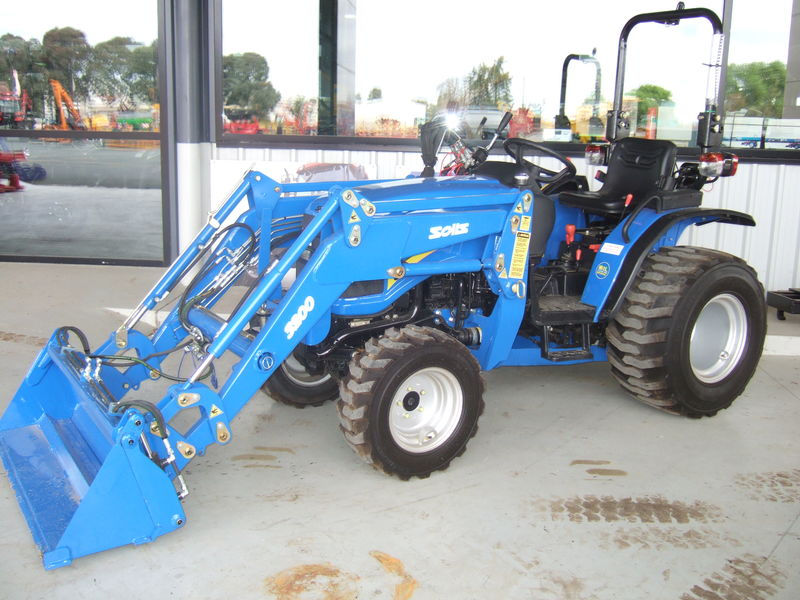 Solis 26 tractor with Burder front end loader
