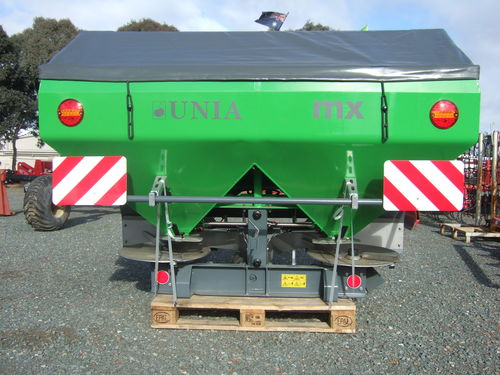 Unia MX1600 linkage fertiliser spreader