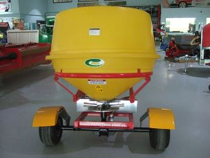 ATV 900lt fertiliser spreader