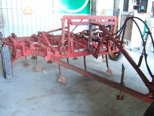 MF 19 tine scarafier trailing hydraulic lift