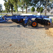Grizzly Grumpy 32 plate disc cultivator