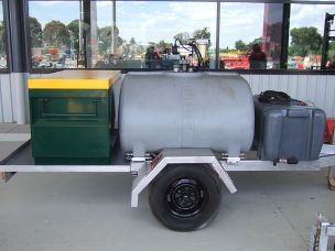 Trailer Universal with diesel and water tank